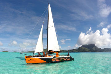 Navegação de meio dia em Bora Bora em catamarã e experiência em bar...