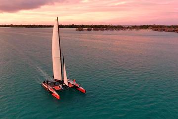 Sortie en catamaran au coucher du soleil à Bora-Bora
