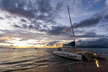 Cruzeiro com jantar ao pôr do sol em Maui a bordo do Teralani 2