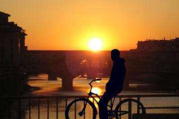 Recorrido panorámico en bicicleta al atardecer