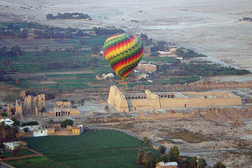 Ballonflyvning over Luxors vestlige bred og Nilen