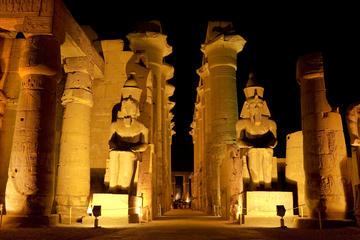 Espectáculo de luz y sonido en Karnak con transporte privado