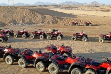 Excursion en quad dans le désert égyptien, au départ de Charm...