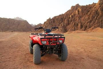 Op quads door de Egyptische woestijn rijden vanuit Hurghada