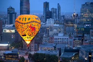 Melbourne bij zonsopgang per luchtballon