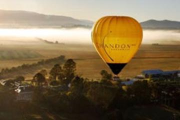 Vuelo en globo por el valle del Yarra y visita a una bodega