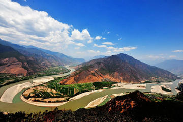 Private trip to the First Bend of the Yangtze River   Ancient Town Shigu  and Tiger Leaping Gorge from Lijiang