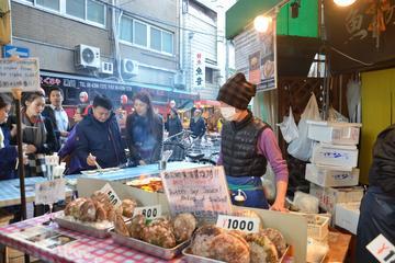 Osaka's Kuromon Market Food Tour