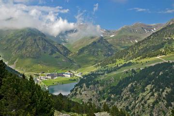 Excursion d'une journée en petit groupe dans les Pyrénées, au départ...