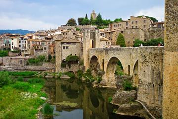 Tour di un giorno per piccoli gruppi ai borghi medievali da Barcellona