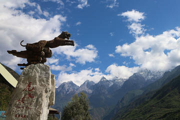 Full-Day Private Trip: Marvelous Gorge Sightseeing and Photo-Taking From Lijiang