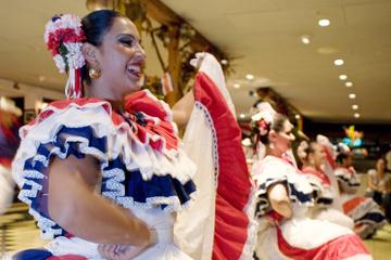 Dîner, musique et danse traditionnelles à San José
