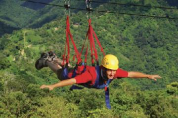 Recorrido en tirolina La Bestia en Toro Verde Adventure Park