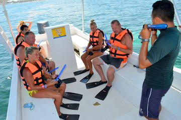 Catamaran Sail and Snorkeling Tour with Open Bar in Puerto Morelos