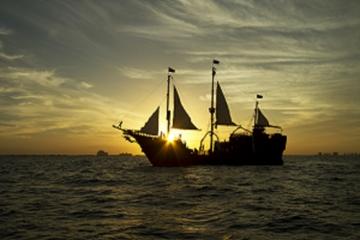 Crucero con cena y espectáculo de piratas en el Jolly Roger en Cancún