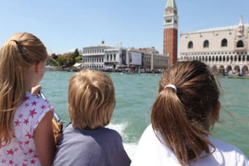 Walking tour through the sestieri San Marco and Dorsoduro