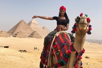 Short stopover tour to Giza pyramids and Sphinx