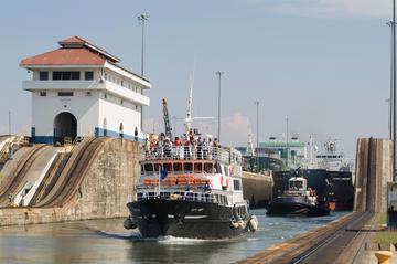 Excursão de trânsito completo do Canal do Panamá