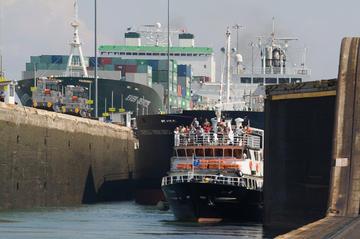 Recorrido por parte del Canal de Panamá: dirección sur