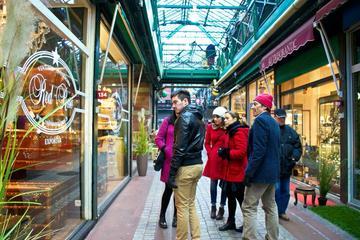 Excursão a pé para grupos pequenos em Paris: mercado de pulgas St-Ouen
