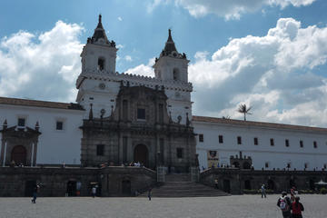 Private Day Tour of Quito and Middle of the World