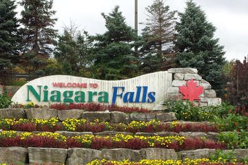 Private Transfer: Toronto Downtown to Niagara Falls Ont