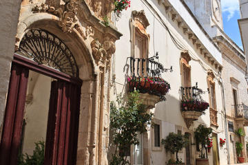 Locorotondo 2-hour private tour: a place to fall in love with