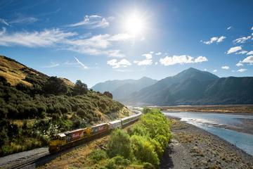 Arthur's Pass National Park mit TranzAlpine Train für kleine Gruppen...