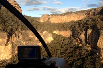 シドニー発ブルーマウンテン エコヘリコプターと…