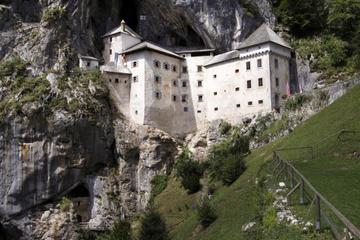 Excursión a las cuevas de Postoina y al castillo de Predjama desde...