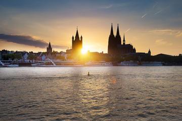 Abendliche Panorama-Flussfahrt auf...