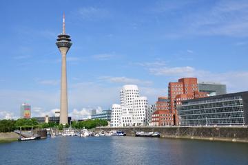 Düsseldorf Panorama-Besichtigungs-Bootsfahrt mit Kommentar