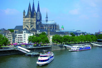 Köln Super Saver: Besichtigungs-Bootsfahrt und Essen im Hard Rock...