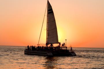 Navegação ao Pôr do Sol na Ilha de...