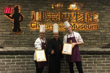 Chengdu Panda Tour and Sichuan Cuisine Experience