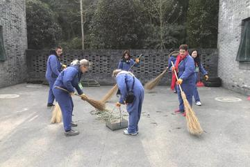 Dujiangyan Panda Base Volunteer Tour