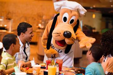 Cena con los personajes de Disneyland Resort