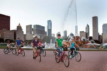 Excursão noturna de bicicleta pelas luzes da cidade