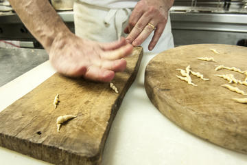 Genoa: cooking class in a noble palace
