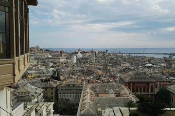 Vertical Genoa urban walking