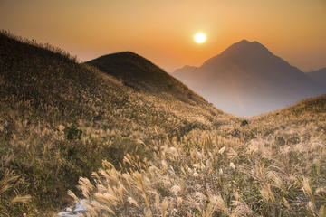 Fabulous Hiking Adventure: Sunset on Lantau Islands Sunset Peak