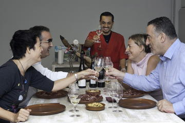 Degustazione di prosciutto e vino con pranzo a Barcellona