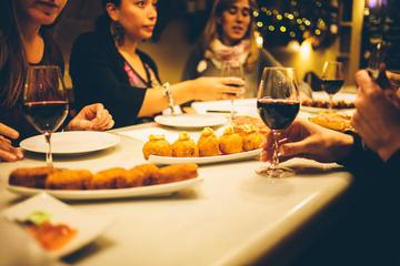 Matrundtur i liten grupp till fots i Barcelona med gourmetmåltid
