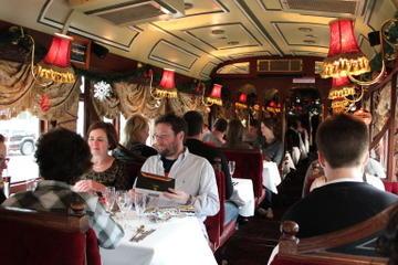 Kombiner sightseeing med et måltid om bord i Colonial Tramcar...