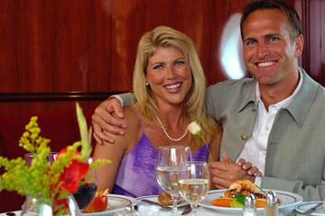 Book 2.5-3 Hour Evening Yacht Cruise with Optional Dining in Clearwater on Viator