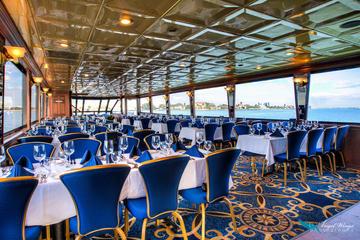 Crucero con cena y baile por la tarde desde San Petersburgo