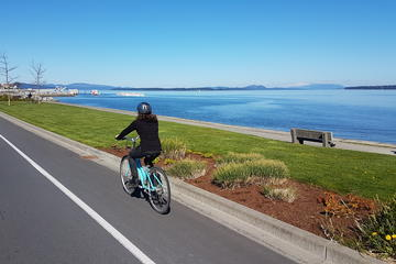 Vancouver Island Cycling Tour including Lunch and Wine Tasting