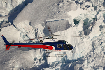 Vol en hélicoptère en altitude dans les montagnes du Mont Cook