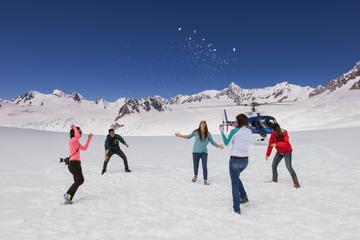 Vols en hélicoptère biturbine au-dessus des glaciers, au départ du...