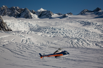 Voo de helicóptero do Descobridor Franz Josef Neve